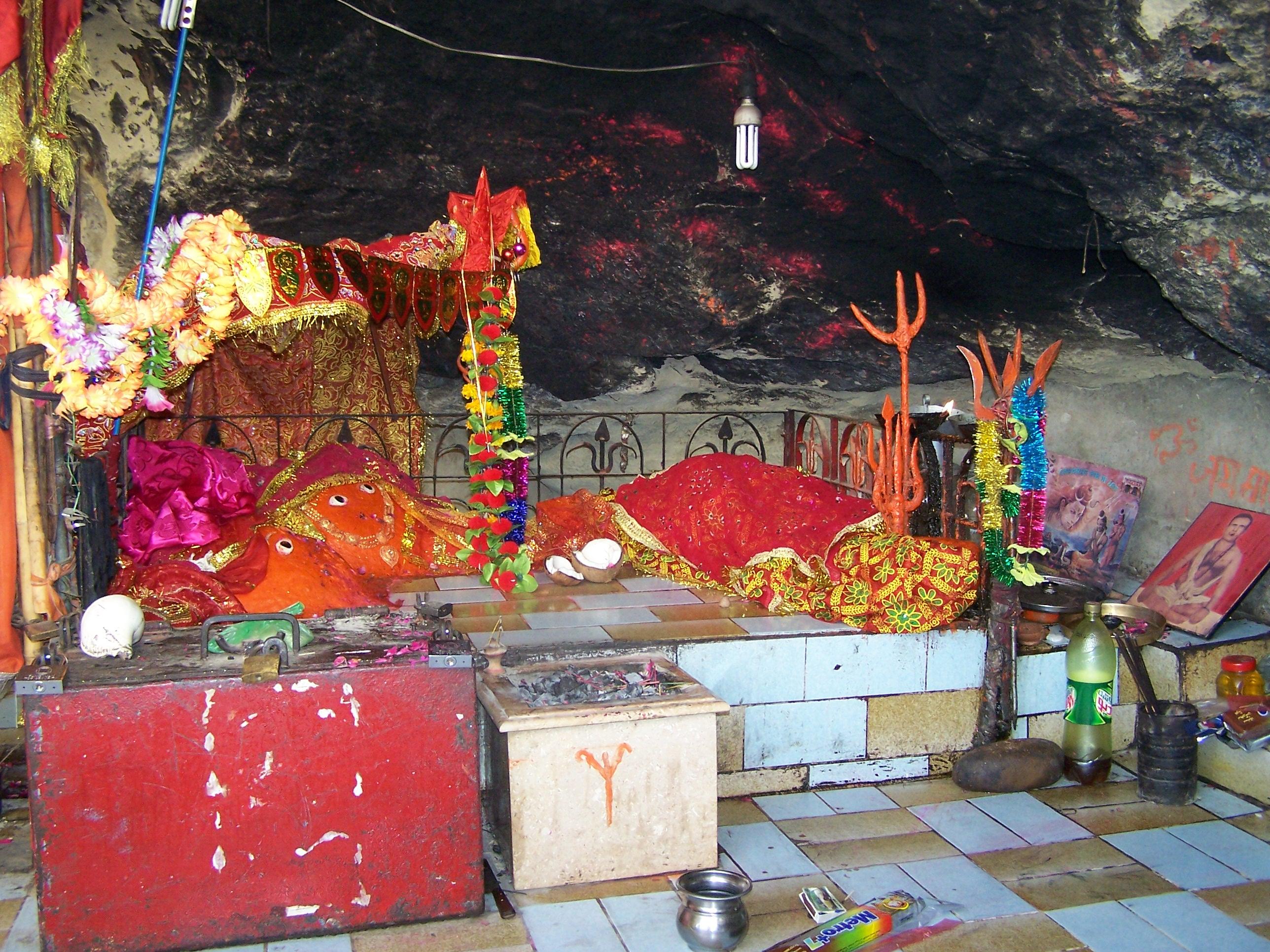 ਪਾਕਿਸਤਾਨ 'ਚ ਵੀ ਹੈ ਸ਼ਕਤੀਪੀਠ ਮੰਦਰ, ਹਿੰਦੂ-ਮੁਸਲਿਮ ਮਿਲ ਕੇ ਕਰਦੇ ਨੇ ਪੂਜਾ