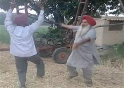 ਪੰਜਾਬ 'ਚ ਵਿਖਾਈ ਦਿੱਤਾ ਭਾਜਪਾ ਦੀ ਹਾਰ ਦਾ ਜਸ਼ਨ, ਕਿਸਾਨਾਂ ਨੇ ਖੁਸ਼ੀ 'ਚ ਪਾਏ ਭੰਗੜੇ