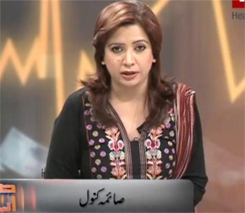 pakistani guard slaps female reporter on live tv