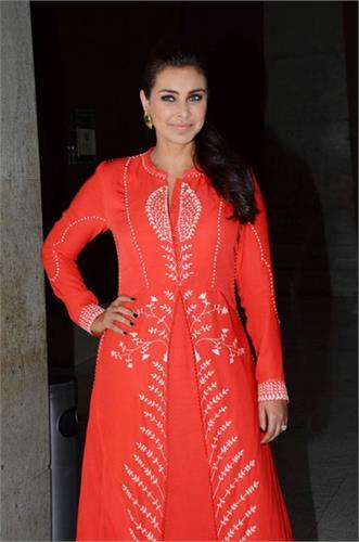 lisa ray in mumbai event