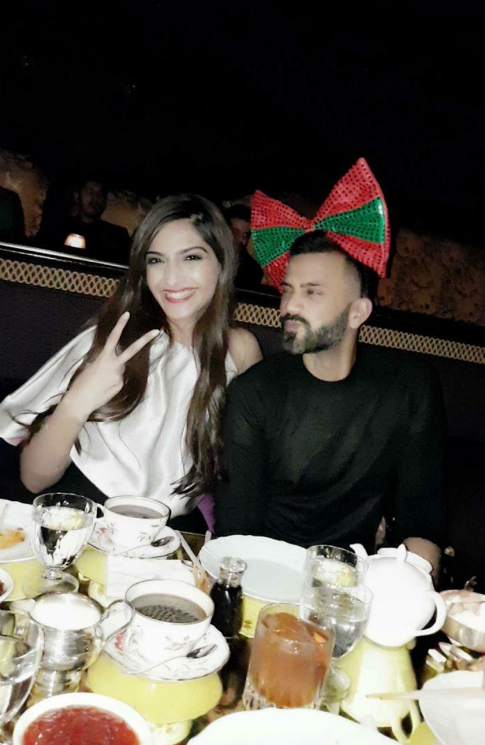 sonam kapoor cuts her birthday cake with alleged beau anand ahuja