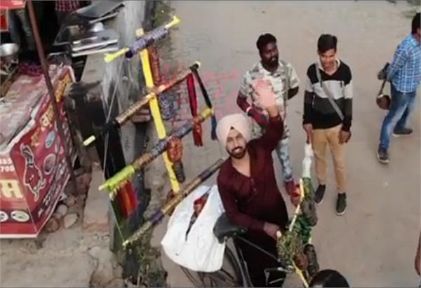 ਵੀਡੀਓ : 'ਮੰਜੇ ਬਿਸਤਰੇ 2' 'ਚ ਹੁਣ ਵੰਗਾਂ ਵੇਚਣਗੇ ਗਿੱਪੀ ਗਰੇਵਾਲ