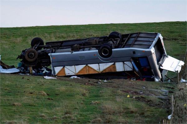 1 killed  23 injured in mini bus plots in scotland