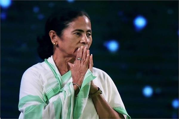 mamata asks promising people settled abroad to come back