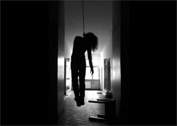 uttar pradesh mother daughters corpses hanging police