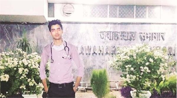 19 year old man arrested for posing as doctor inside delhi s aiims