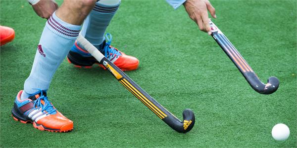 pakistan  s hanif claims smuggling by hockey team in 1983