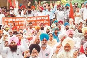 fourth rank employees protested