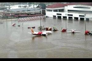 flood kochi airport flood loss of rs 220 crore