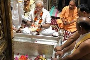 pm modi ends birthday celebrations with prayers at varanasi temple