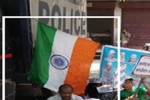 aap party leader insult national flag