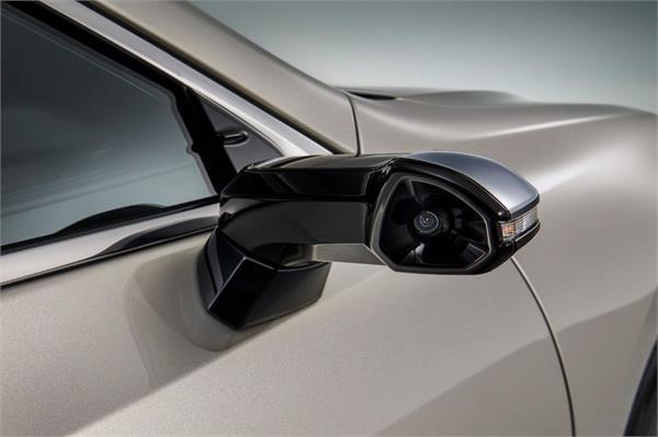 lexus es becomes the world s first production car with digital side mirrors