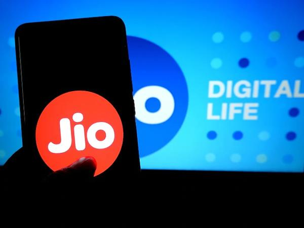 reliance jio adds 8 4 million costomers in august