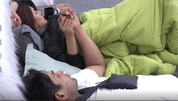 siddharth shukla and shehnaz gill holding hands while sleeping paras jealous