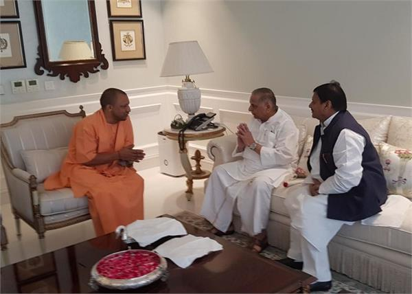 yogi adityanath mulayam singh yadav home diwali congratulations