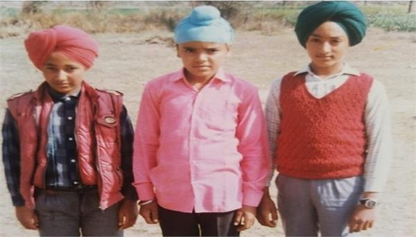 inderjit nikku shared childhood pic with his friends