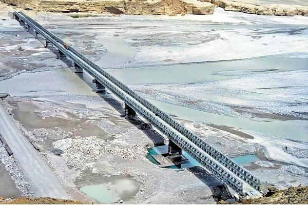 new delhi 400 feet long bridge