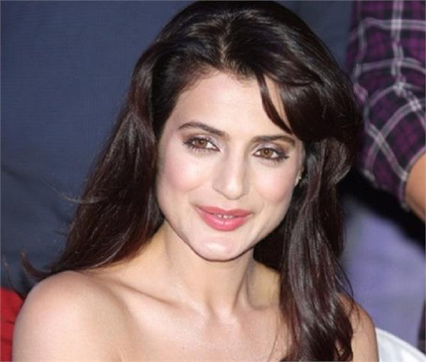 ameesha patel cheque bounce case arrest warrant issued by ranchi court