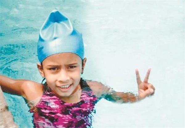 pavani bhatia swimming under 25 feet of water
