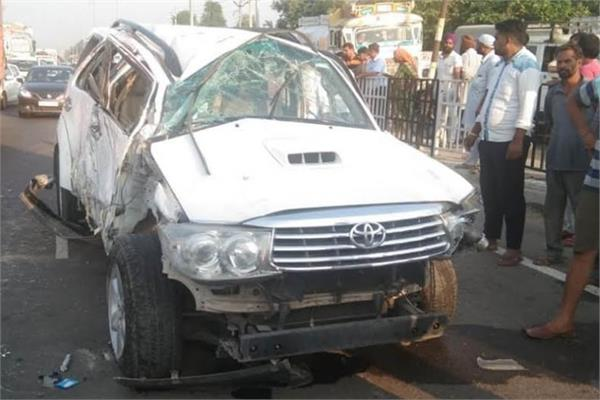 road accident  child killed  5 injured