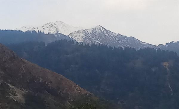 snowfall  in the upper peaks of kishtwar and doda