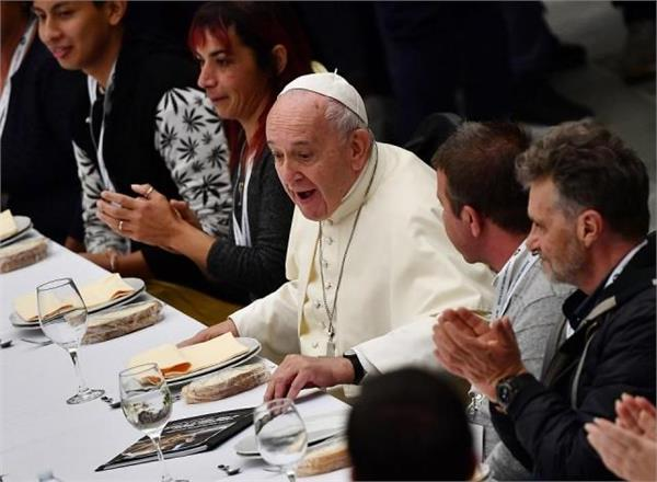 the pope gave a banquet to 1500 poor and homeless