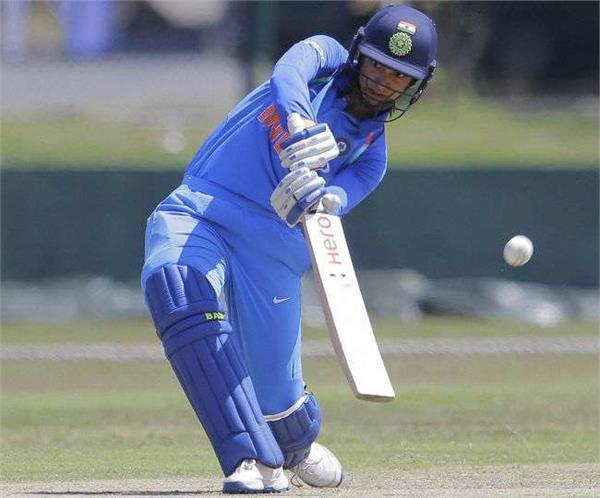 smriti mandhana set a world record brings up 2000 odi run in womens cricket
