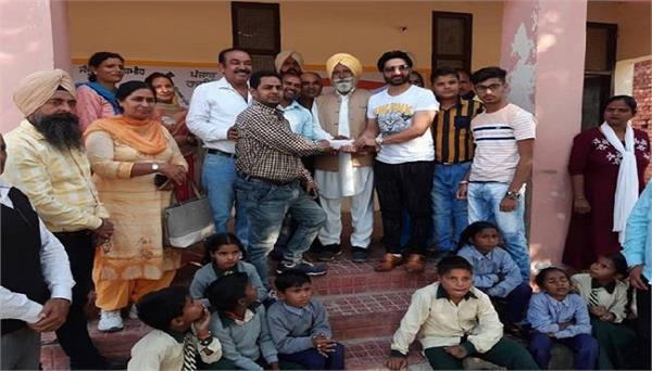 gurdaspur preet harpal gave one lakh help to the school