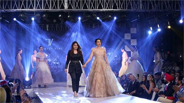 amritsar   karisma kapoor fashion show ramp walk