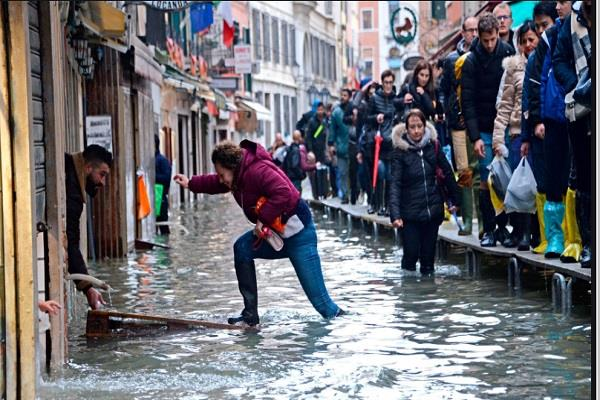 flood hit venice to reopen all schools
