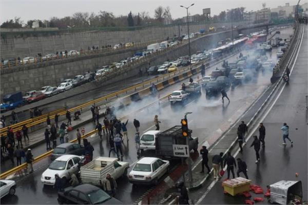 40 arrested during protests in iran  s yazd
