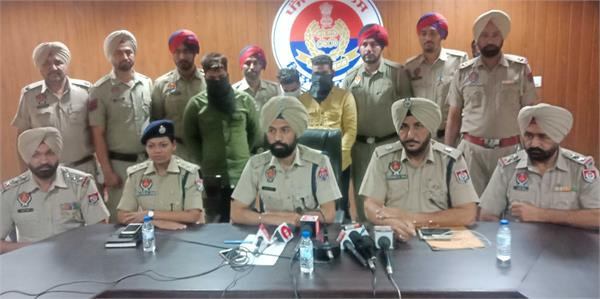 smuggler arrested with heroin of rs 5 5 crore