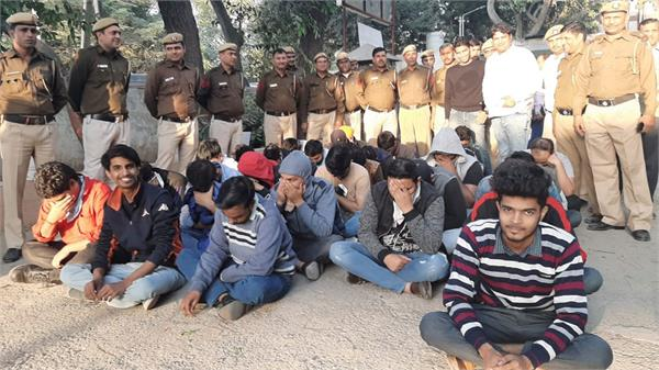 delhi police expose fake call center arrest 32