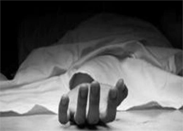 delhi a man suicide in five star hotel