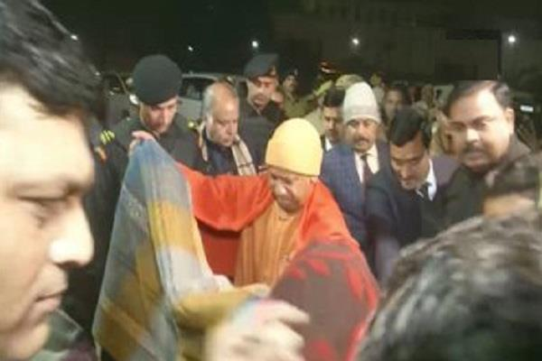 cm yogi distributed blankets to shelters