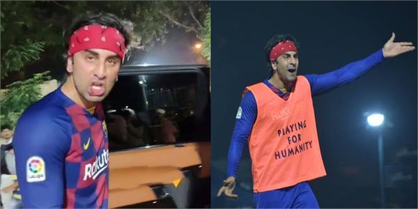 ranbir kapoor injures himself while playing football