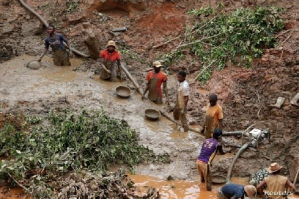 congo  gold mining collapses
