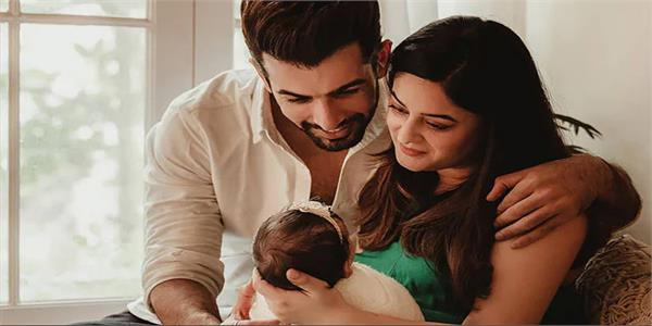 jay bhanushali and mahhi vij share the first picture of their daughter tara