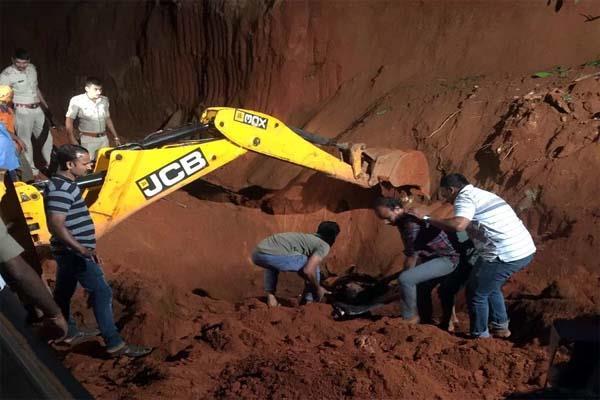 karnataka  three laborers die due to landslide