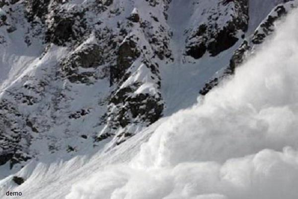 kashmir horrific avalanches in many areas adjacent to loc