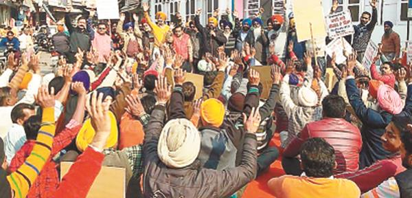 people protesting against the increase in water bills protested