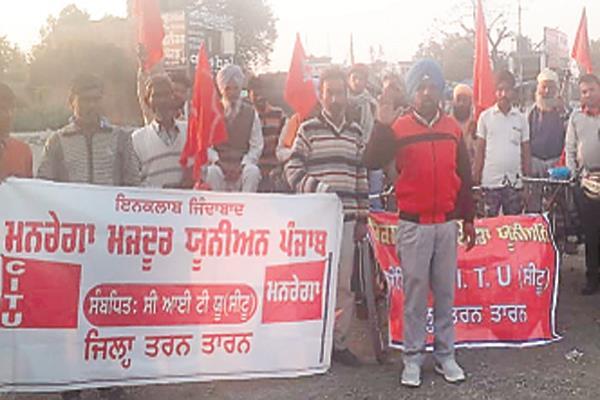 rickshaw workers  mnrega and workers took part in the strike