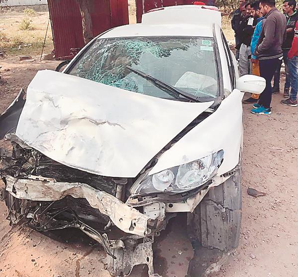 swift shock  4 injured in civilian car collision