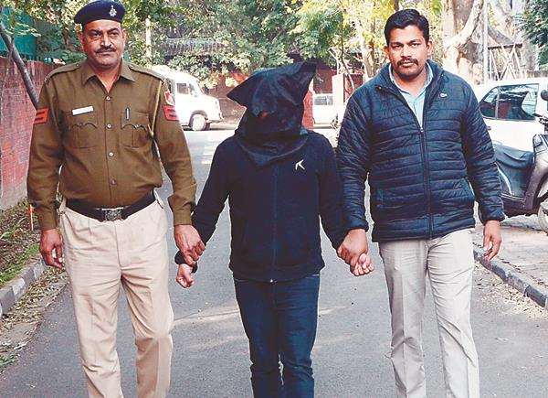 10 thousand euro fraud accused arrested from delhi