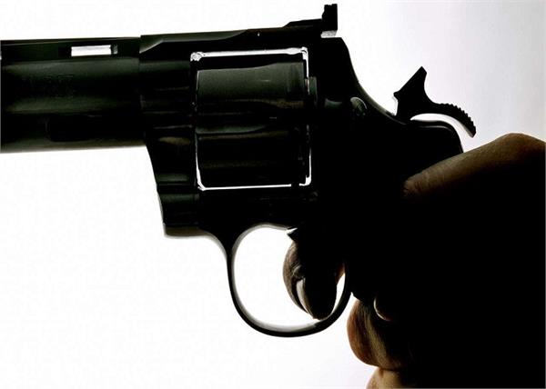 the robbers snatched the car at gunpoint