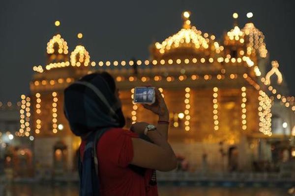 sgpc bans photography in darbar sahib