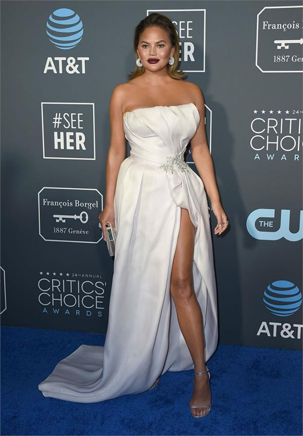 critics choice awards 2019  hollywood stars sizzle on the red carpet
