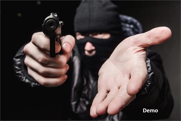 2 robber arrested for robbery on petrol pump at jalandhar