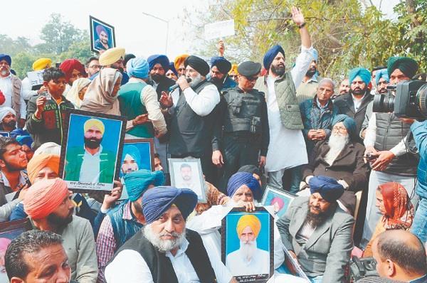 badal  sukhbir and majithia victim farmer support