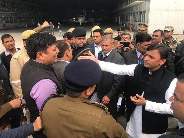 akhilesh stopped at the airport